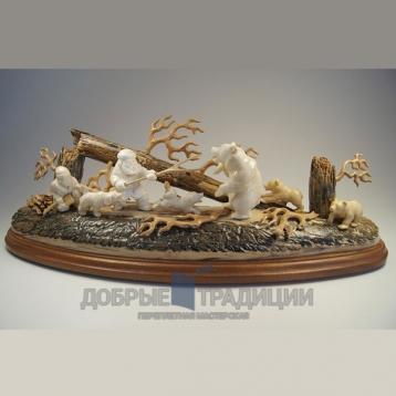 """Купить книгу """"Охота на медведя"""" - Подарочная скульптура из бивня мамонта в Москве - интернет-магазин книг Добрые Традиции"""