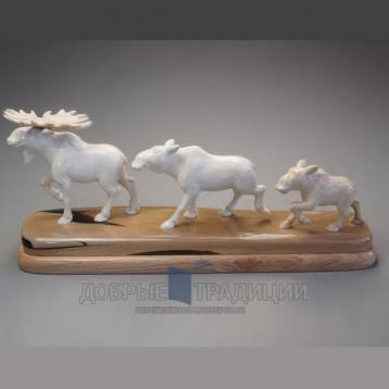 """Купить книгу """"Семья лосей"""" - Подарочная скульптура из бивня мамонта в Москве - интернет-магазин книг Добрые Традиции"""